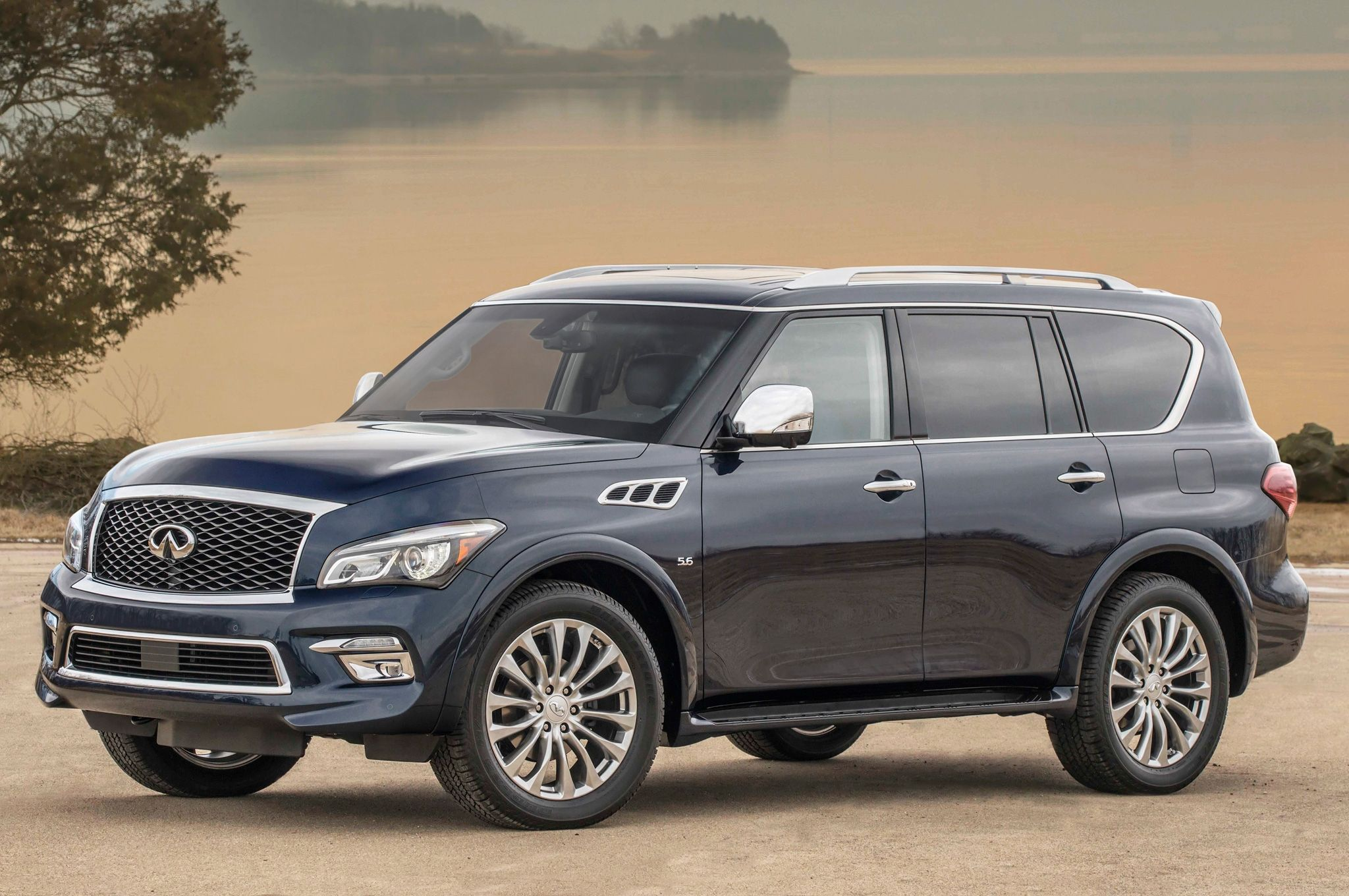 2015-Infiniti-QX80-front-side-view-2
