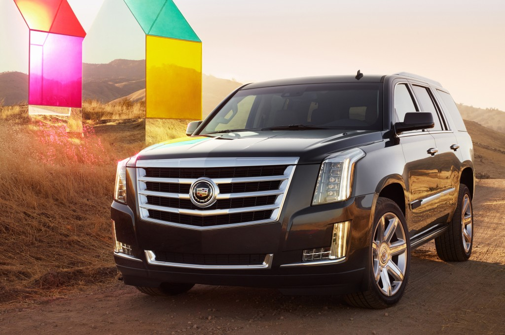 2015-Cadillac-Escalade-front-three-quarters-view