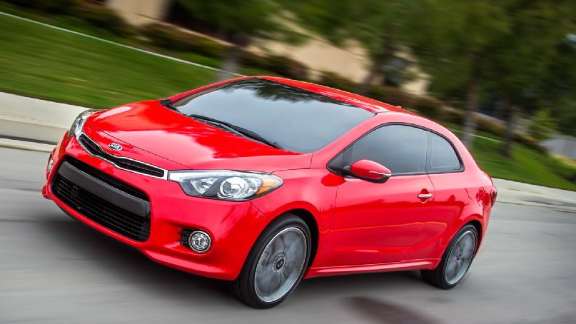 2014-kia-forte-koup-in-motion-three-quarters