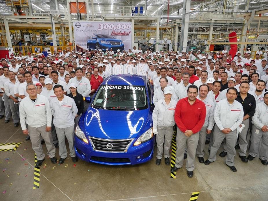 El vehículo 300 mil producido en Planta Aguascalientes A2 fue un Nissan Sentra SR deportivo de color azul metálico con transmisión CVT y motor 1.8 lt.