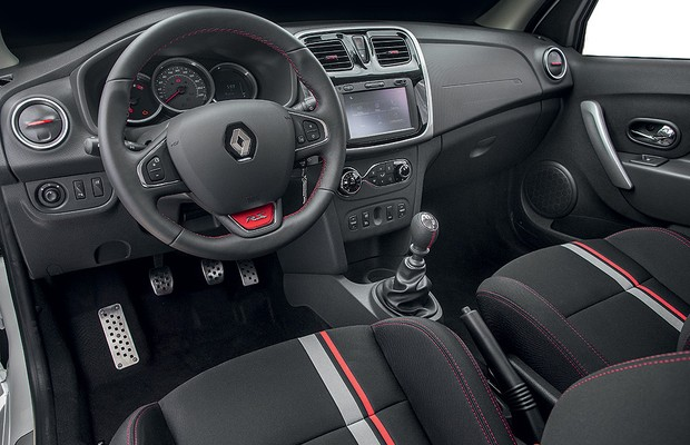 Renault-Sandero-RS-Interior