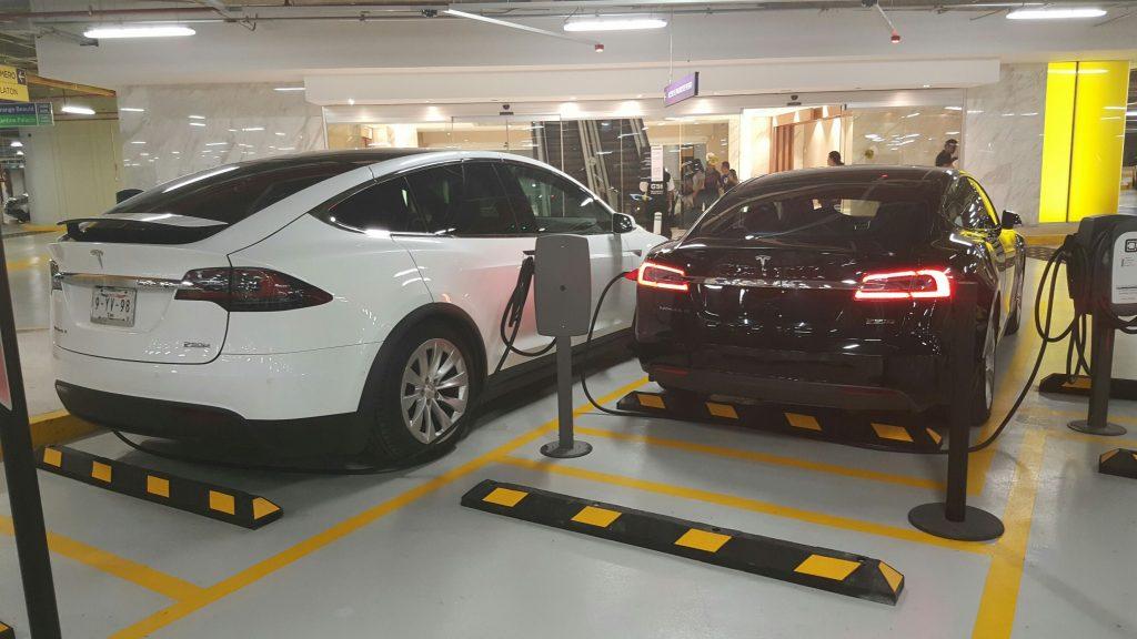 Tesla estacion